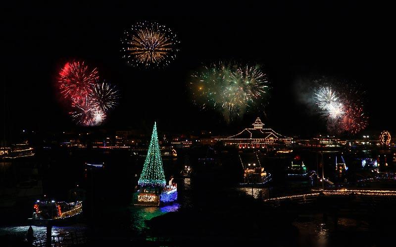 Newport Beach Christmas Lights Cruise.The Newport Beach Christmas Boat Parade Is A Socal Treasure