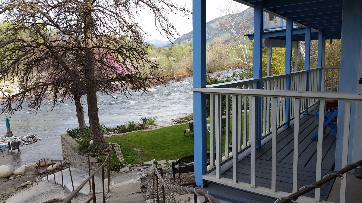 """""""Unique Places to Stay at Near Yosemite & Sequoia National Parks"""""""