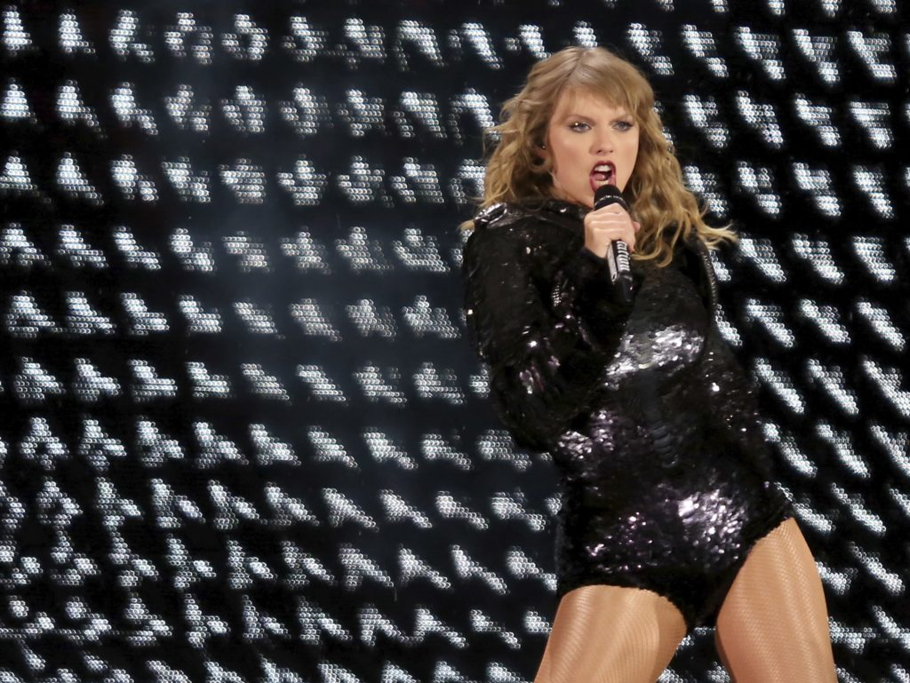 Taylor Swift Is Remarkable During Her Reputation Stadium Tour Laexcites Com